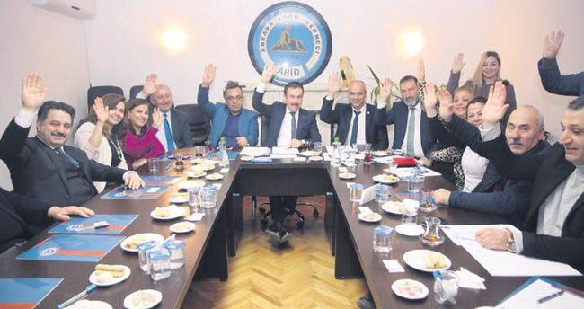 AHİD üyelerinin yeni anayasa kararı 'evet'