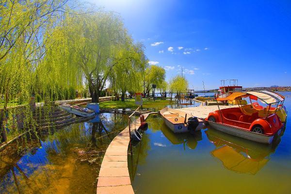 Mogan Gölü'ne bahar geldi