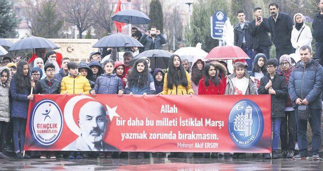 Batı'ya Mehmet Akif'li yanıt
