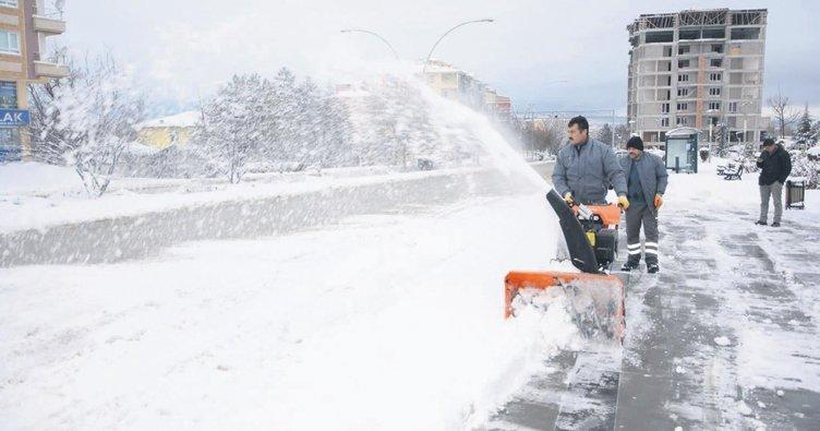 Başkentte kış yüzünü gösterdi