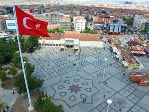 Sincan Lale Meydanı'na 40 metre yüksekliğinde 96 metrekarelik dev Türk bayrağı dikildi